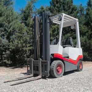 Toro FIAT de 1500kg i 440cm d'elevació de segona mà en venda a cabauoportunitats.com Balaguer - Lleida - Catalunya