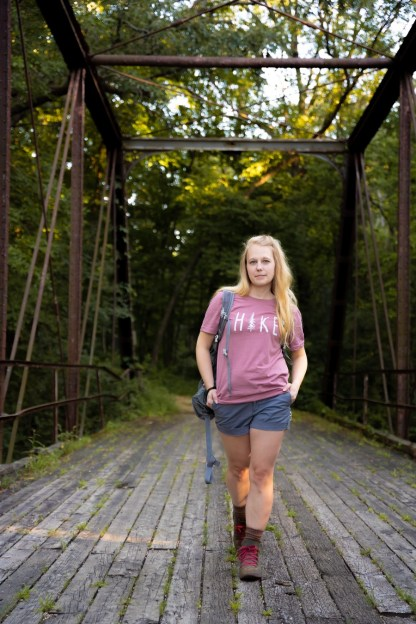 HIKE shirt in mauve on a model