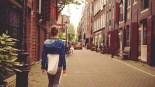 état d'hypnose marcher dans la rue