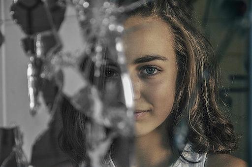 Travailleur social addictologue adolescents jeunes adultes hommes femmes drogues addictions - copyright Oussama Refas photograph_ouss - Cabinet Social - Stéphanie Ladel