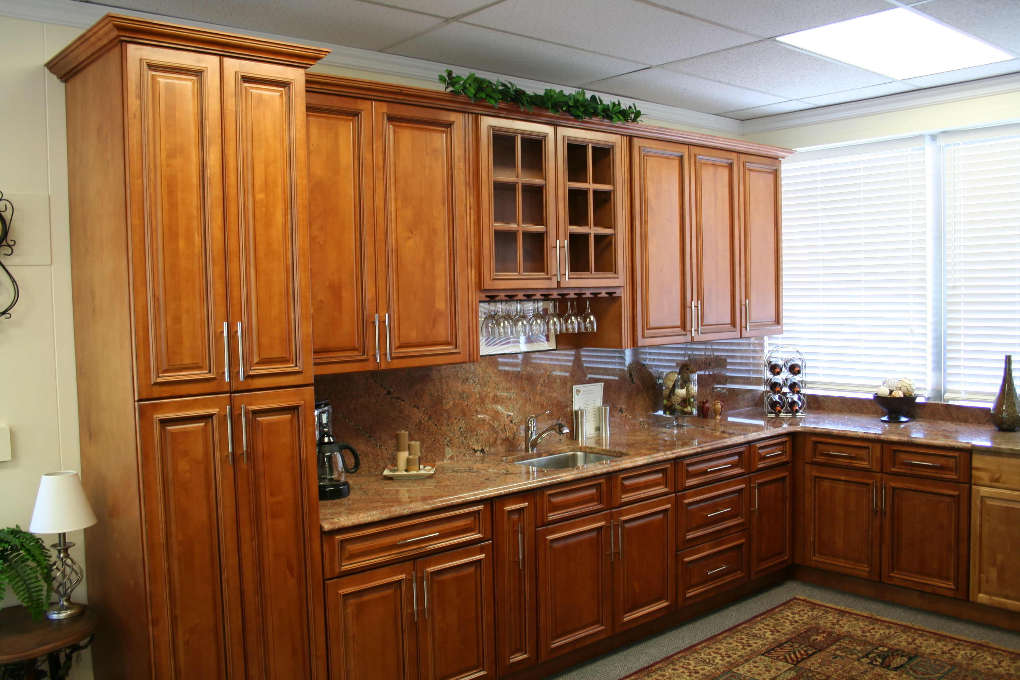 Glazed Maple Cabinets | Cabinets and Granite on Backsplash For Maple Cabinets And Black Granite  id=49772