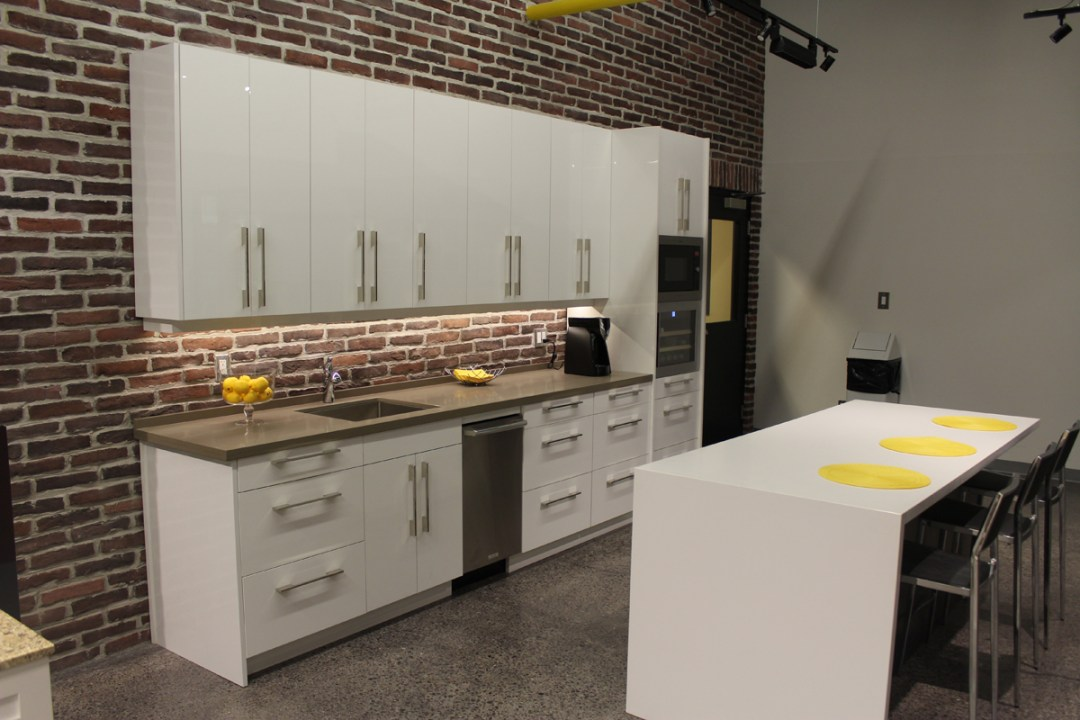Urban High Gloss White Kitchen