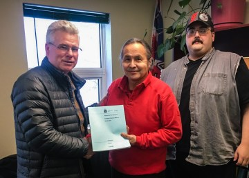 A National Energy Board representative presents its decision on pipeline repair work to the Liidlii Kue First Nation - NEB