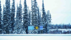 A file photo of the highway outside of Hay River in November 2018. Sarah Pruys/Cabin Radio