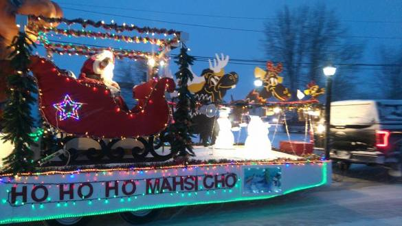 The Fort Smith Santa Claus float in 2015, prior to the inflatable muffaloose addition. Sarah Pruys/Cabin Radio