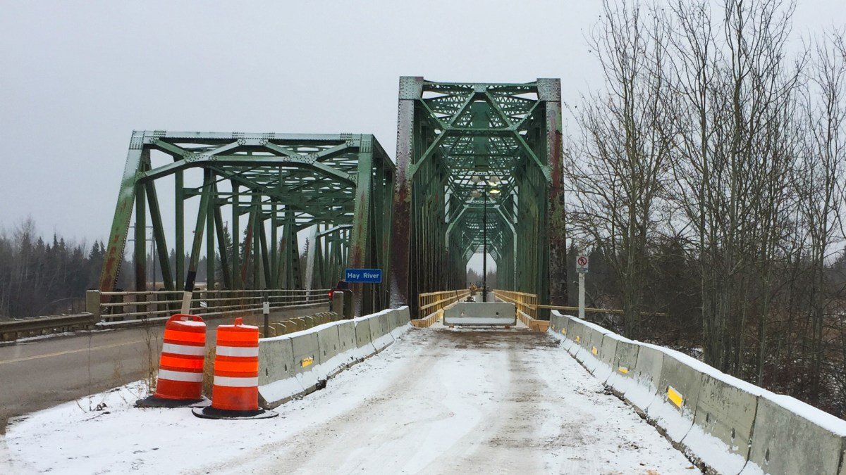 Pine Point Bridge traffic to be diverted over old rail bridge