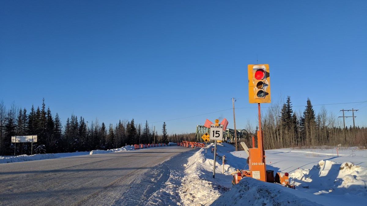 Stoplight appears at South Slave's Pine Point Bridge