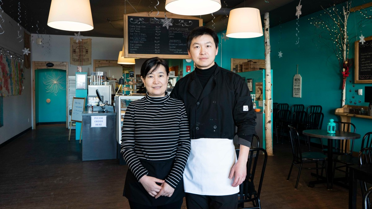 Chinese couple leaves Shenyang to open Hay River café