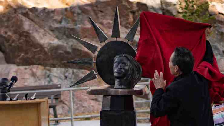 Eli Nasogaluak unveils the sculpture he and Derrald Taylor carved at the Stanton Territorial Hospital grand opening. Sarah Pruys/Cabin Radio