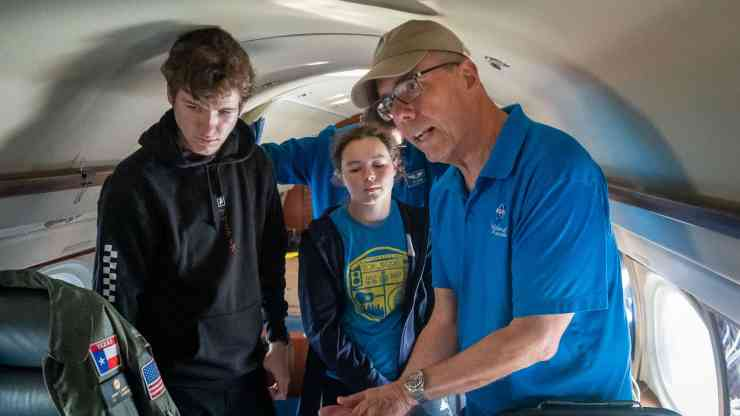 ABoVE scientist Peter Griffith speaks to Yellowknife students inside Nasa's Gulfstream jet