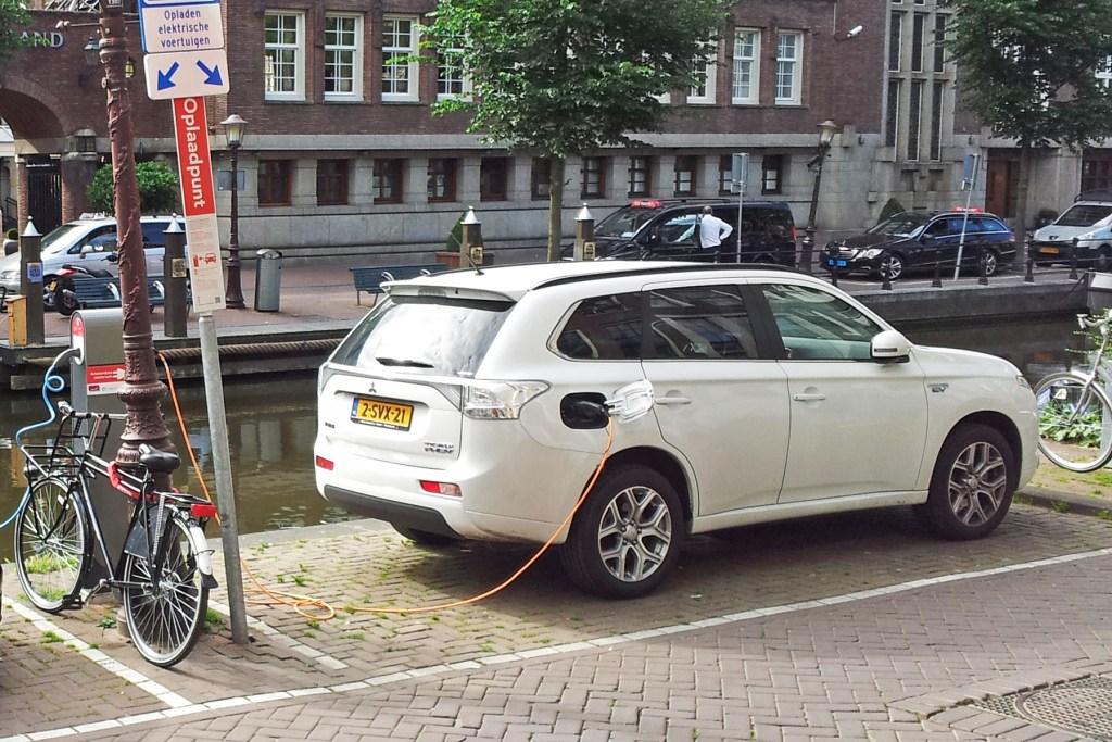 amsterdam_outlander_phev_charging