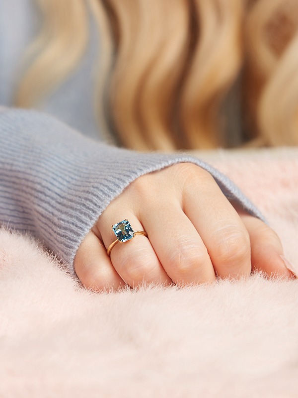 The truly stunning Gold Diana SWISS BLUE EMERALD stone ring 6ct stone set in sterling silver with white gold plated .
