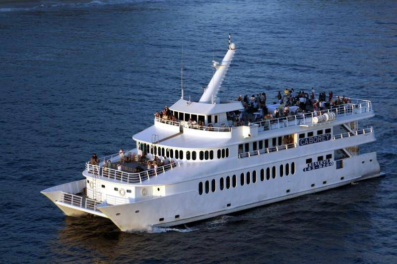 Cabo Rey sunset and snorkeling tours in los cabos, offers dinner and show sunset tours with a cabo san lucas arch view.