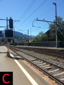 Ein von drei Zugsicherungen in der Schweiz: Zur ETCS-Migration vorbereitetes ZUB 121  mit Eurobalisen
