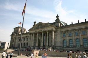 Mit wem wird Angela Merkel im Berliner Reichstag künftig regieren?