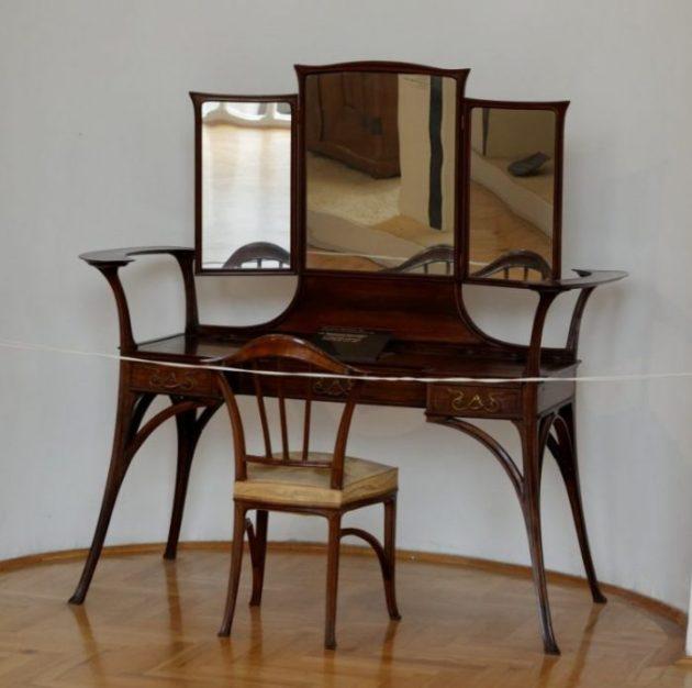 Makeup Room Ideas - Chair or Bench - Cabritonyc.com