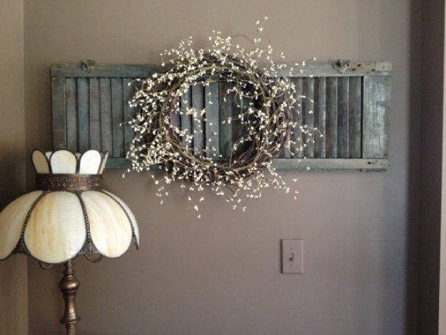 Rustic Wall Decor Ideas - Chalk Painted Shutter with Dried Flower Wreath - Cabritonyc.com