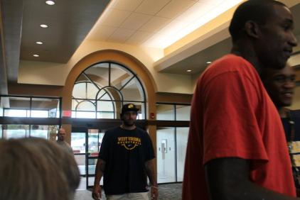 Zach-Miracle-95-Zach-with-WVU-Basketball-Team-at-HealthSouth-2012-07-19
