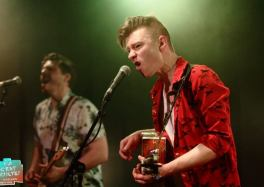 Trapper Schoepp / Holy Moly & The Crackers / Skinny Lister 30 avril, au Kavka Oudaan, Anvers © Sylvain Stricanne