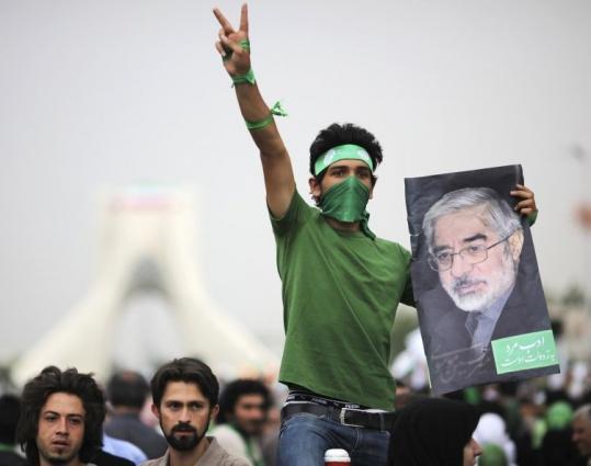 Iranian protesters defy rally ban