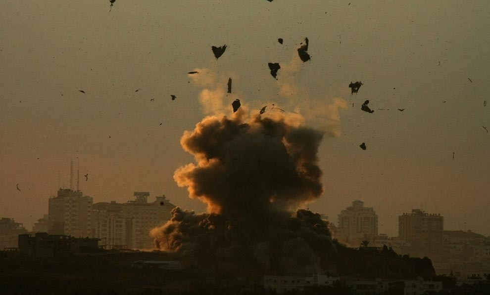 Debris flies up as a bomb explodes after an Israeli air strike in the northern Gaza Strip January 3, 2009. (REUTERS/Nikola Solic (GAZA)