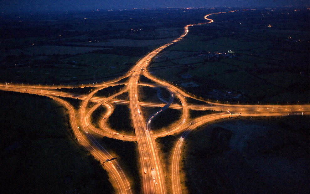 A junction on the M25 motorway. (© Jason Hawkes)