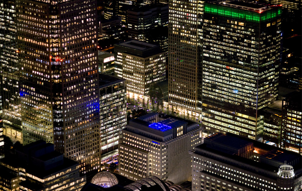 Canada Tower and neighboring office buildings at Canary Wharf. (© Jason Hawkes)