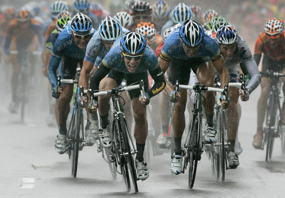 Mark Cavendish Sprints in the Rain