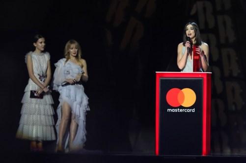 Resultado de imagen para dua lipa brit awards 2018