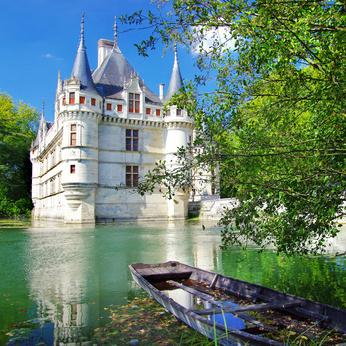 azay le rideau castle centre c freesurf fotolia com