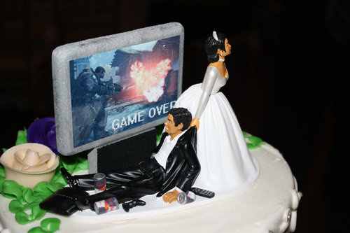 You Must Flee If Your Fiancée Insists On This Wedding Cake Decoration