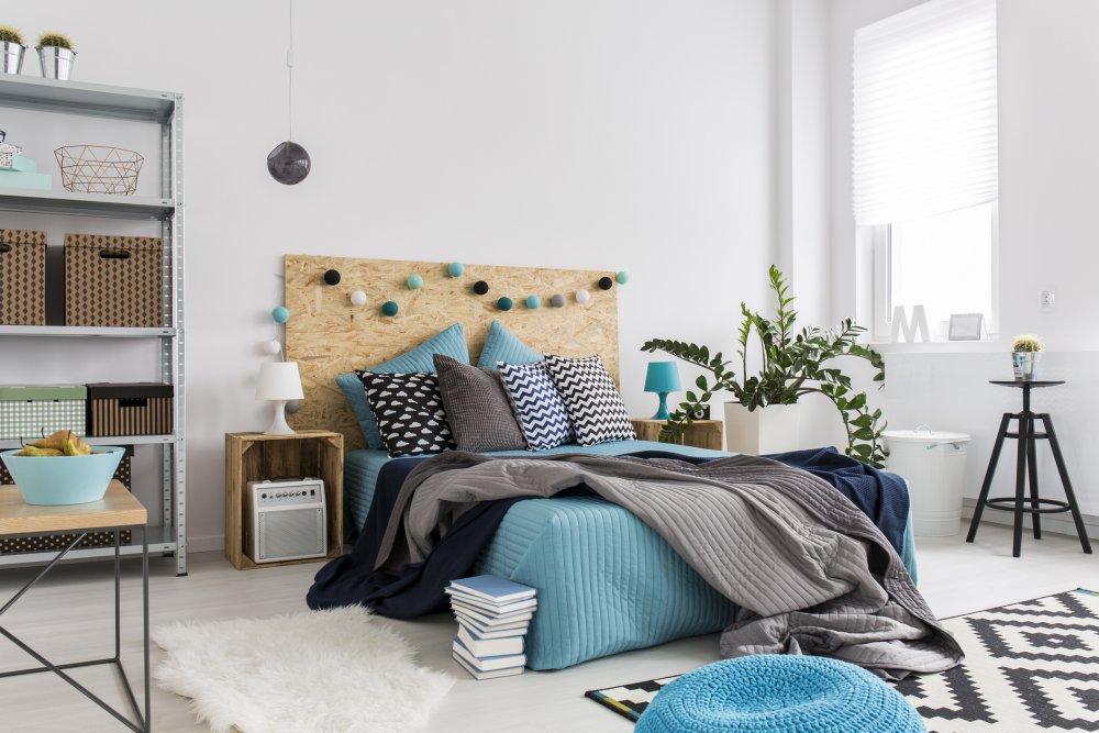 une decoration d interieure faite avec du blanc et des nuances de bleu