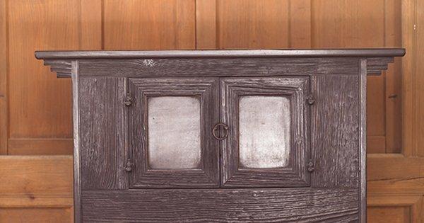 vernis au tampon sur un meuble