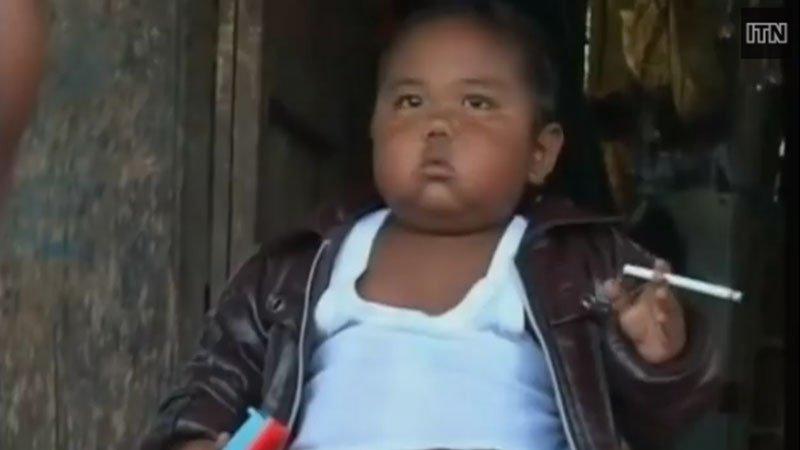 le bebe fumeur troque la cigarette