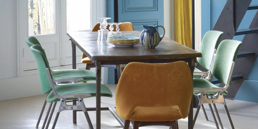 dans la cuisine ou dans la salle a manger les chaises depareillees se melangent et s assemblent pour une deco soignee et ultra originale heritees de la
