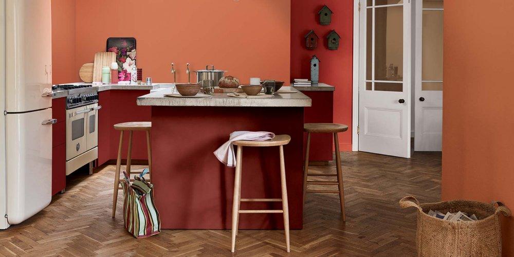 plutot que d investir dans de nouveaux meubles les couleurs tendance s imposent des murs au mobilier pour relooker le coin fourneaux a moindre frais