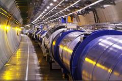 Accélérateur et collisionneur de particules
