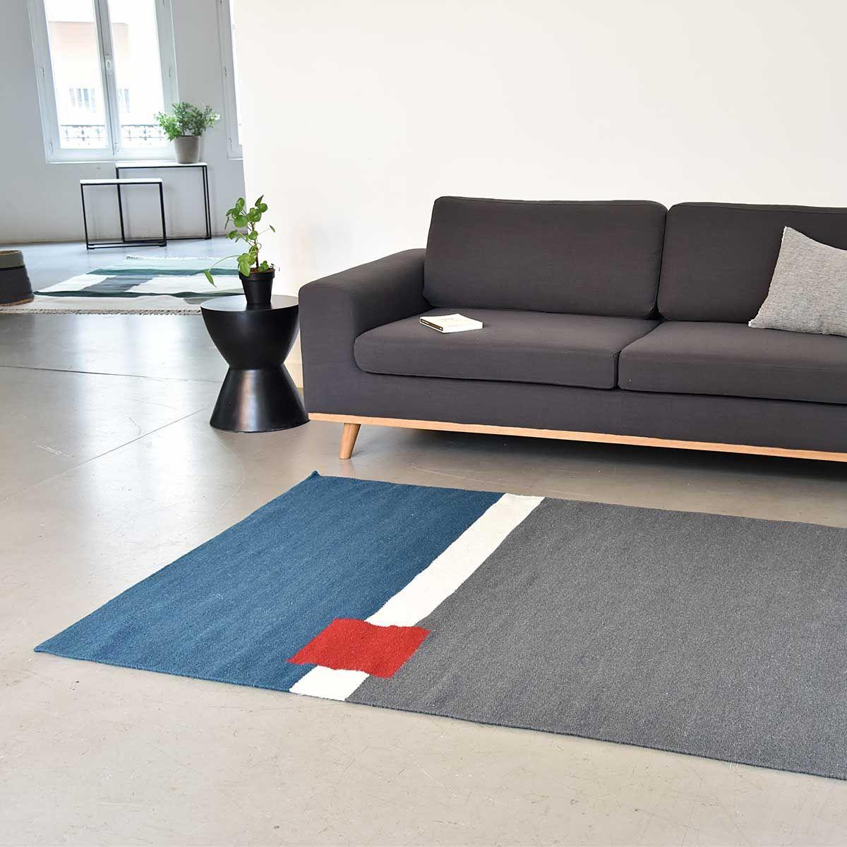 tapis gris bleu rouge