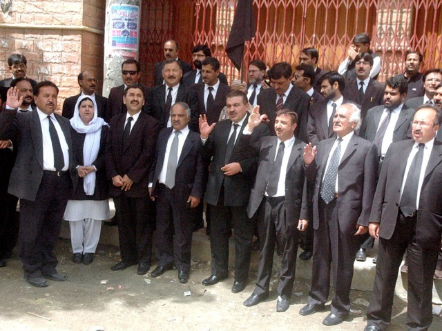 lawyers-protest-