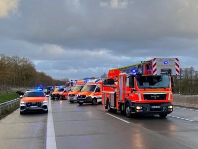FW-SE: Tödlicher Verkehrsunfall mit Massenanfall von Verletzten