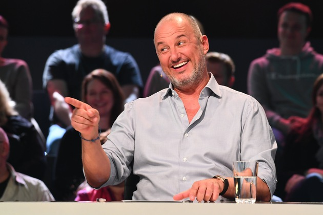 """Einfach irre! Neue SAT.1-Comedyshow mit Frank Rosin nimmt Deutschlands absurdeste Behördenfälle unter die Lupe / """"Vorschrift ist Vorschrift!"""" am Freitag um 22:55 Uhr"""