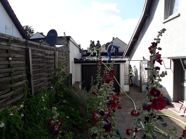 FW-BO: Brand im Dachbereich bei enger Bebauung: Besonnenes Eingreifen von Dachdecker und Anwohner verhindert schlimmeres