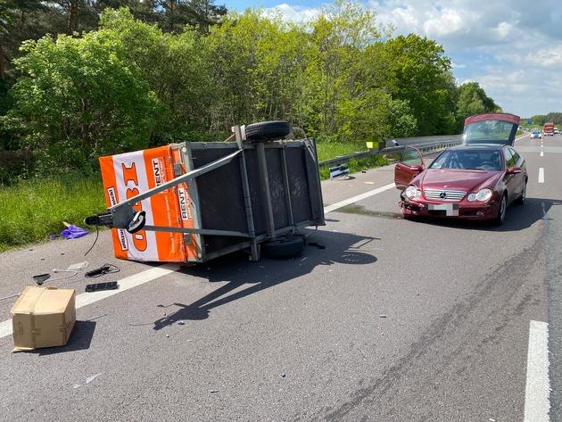 FW Helmstedt: Verkehrsunfall auf der BAB2