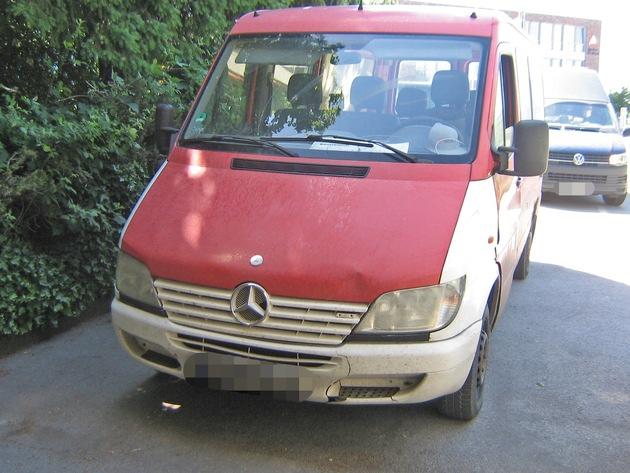 POL-ME: 38 Mängel: Polizei zieht völlig durchrosteten und desolaten Transporter aus dem Verkehr - Mettmann - 2005163