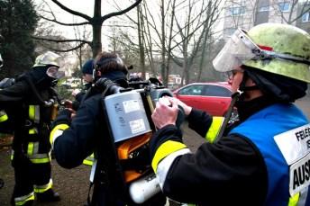 FW-E: Feuer in Tiefgarage in Essen-Bochold, massive Rauchentwicklung, keine Verletzten