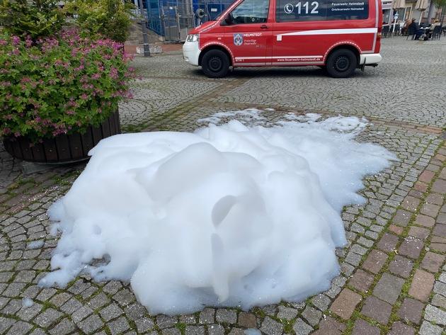 FW Helmstedt: Ungewollte Schaumparty am Marktplatz