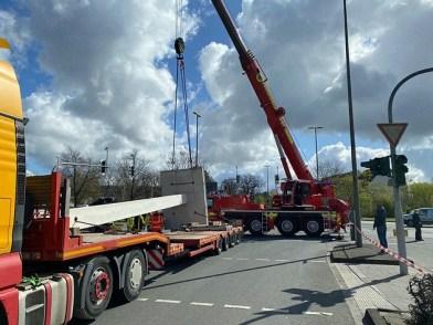 POL-RE: Dorsten: Tonnenschwere Ladung rutscht vom Schwertransporter
