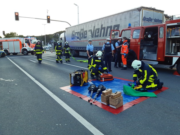 FW-EN: Unfall mit historischem Feuerwehrfahrzeug