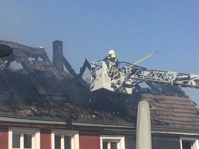 FW-EN: Dachstuhlbrand im historischen Ortskern Hattingen-Blankenstein