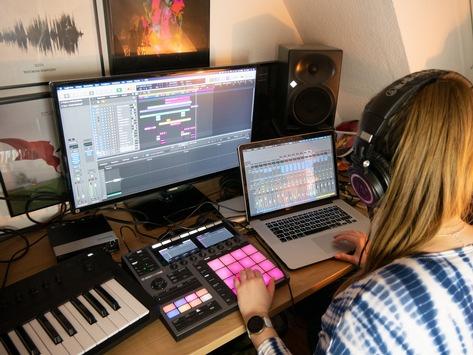 Nachwuchsinitiative SchoolJam führt Online-Musik- und Recording Contest 2021 durch / Preise im Wert von rund 15.000 Euro zu gewinnen